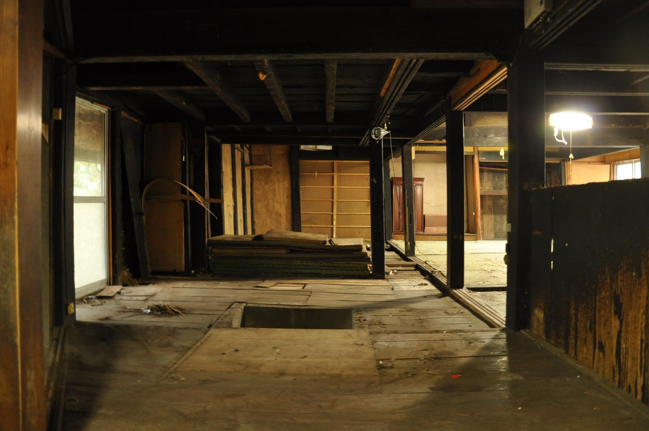 築200年の古民家、床を壊す!!|古民家再生DIY|囲炉裏跡