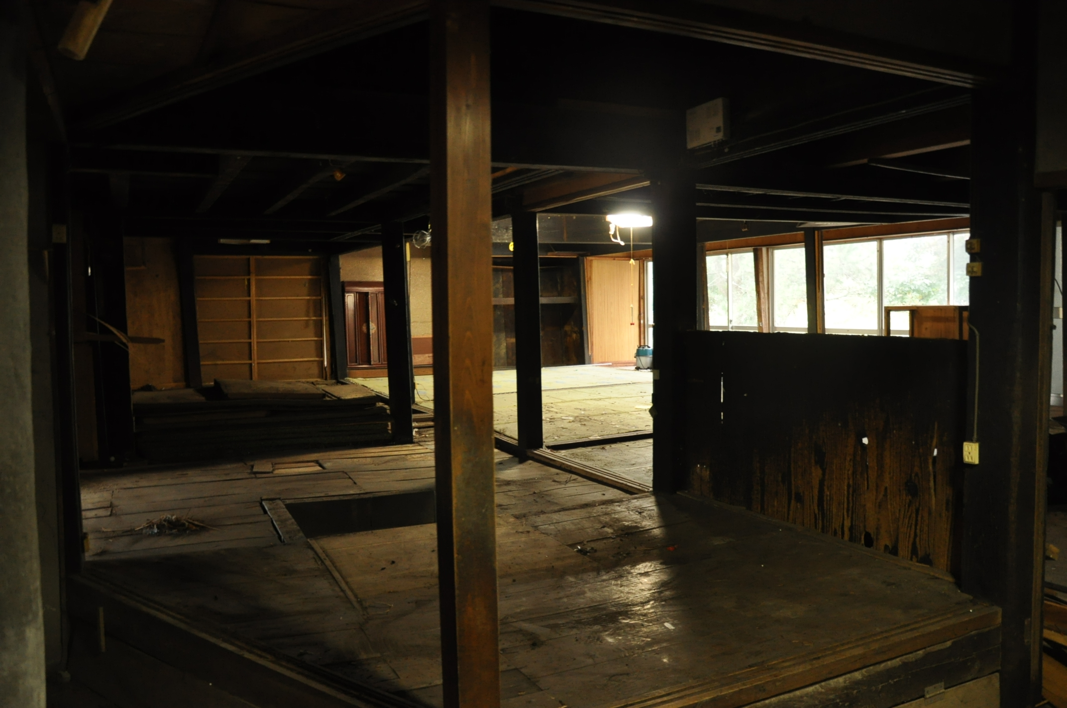 築200年の古民家、床を壊す!!|古民家再生DIY|張り出した床