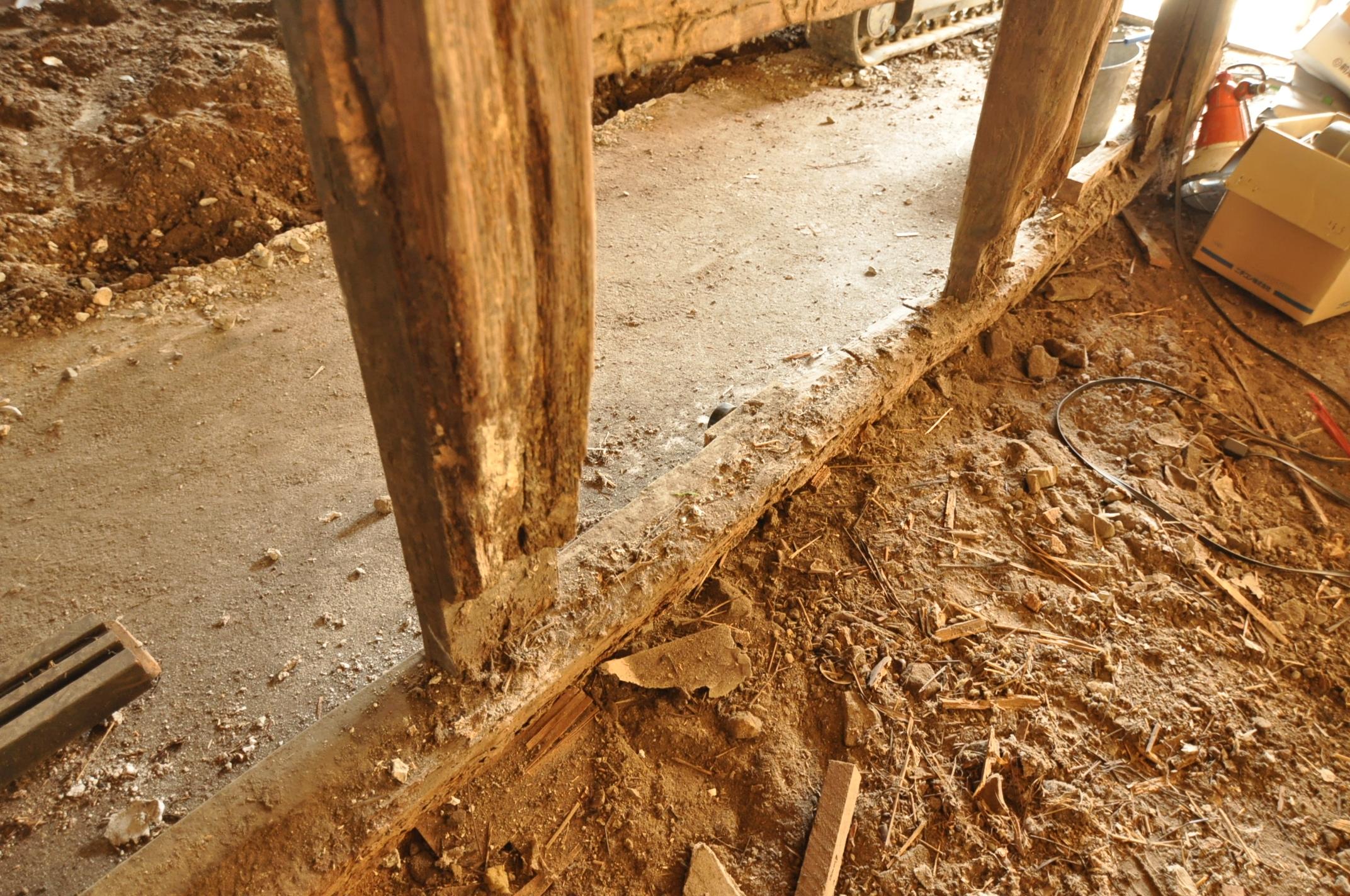 築200年の古民家、壁を壊す!!|柱