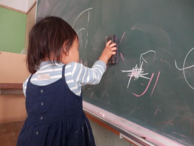 黒板に落書き、くるみっこ、岡山、美作、梶並、自主保育、保育、幼稚園、子育て、自然、遊び