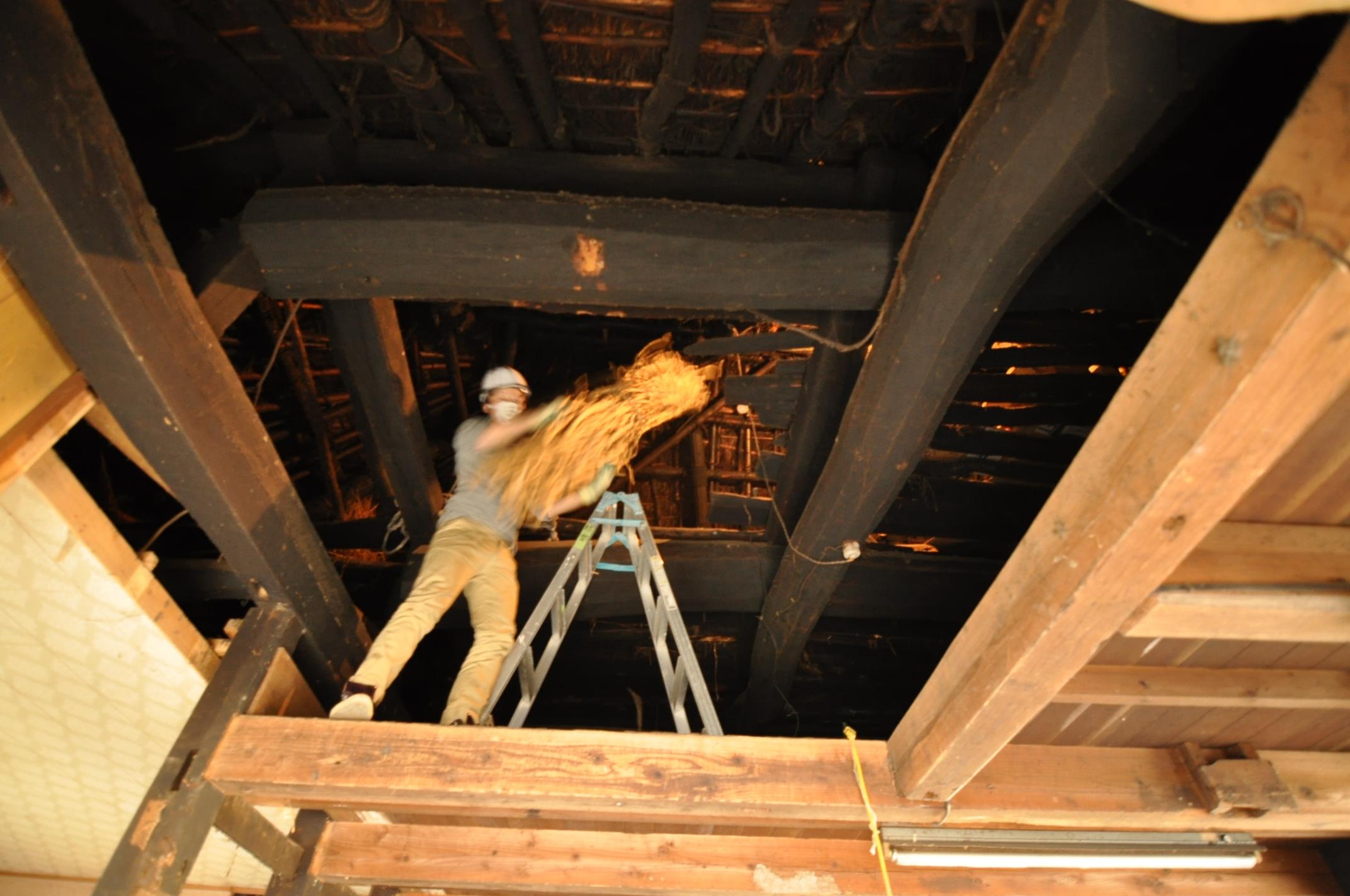 築200年の古民家、屋根裏は四次元の収納力!|古民家再生DIY|屋根裏のミツマタ2