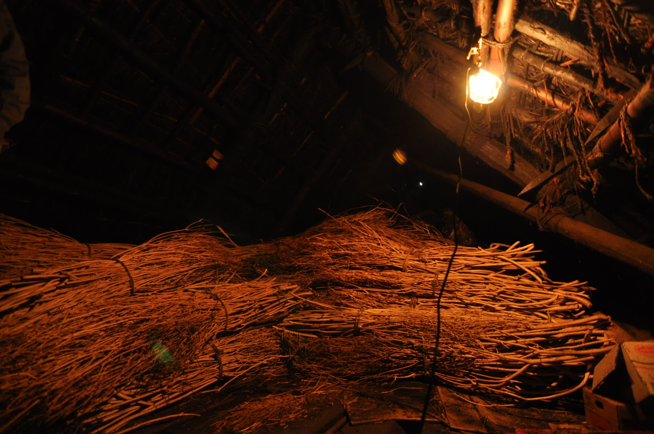 築200年の古民家、屋根裏は四次元の収納力!|古民家再生DIY|屋根裏