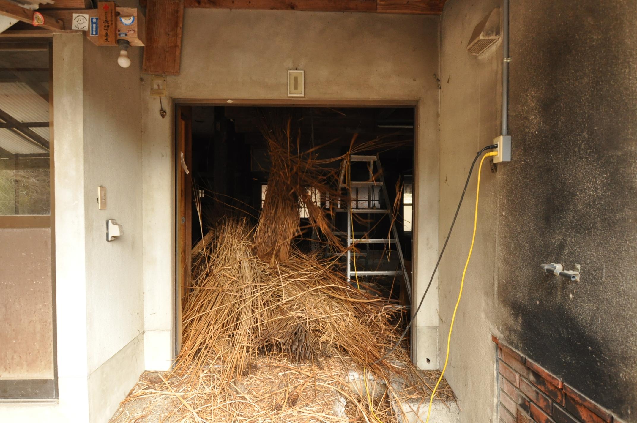 築200年の古民家、屋根裏は四次元ポケット!|古民家再生DIY|茅搬出2