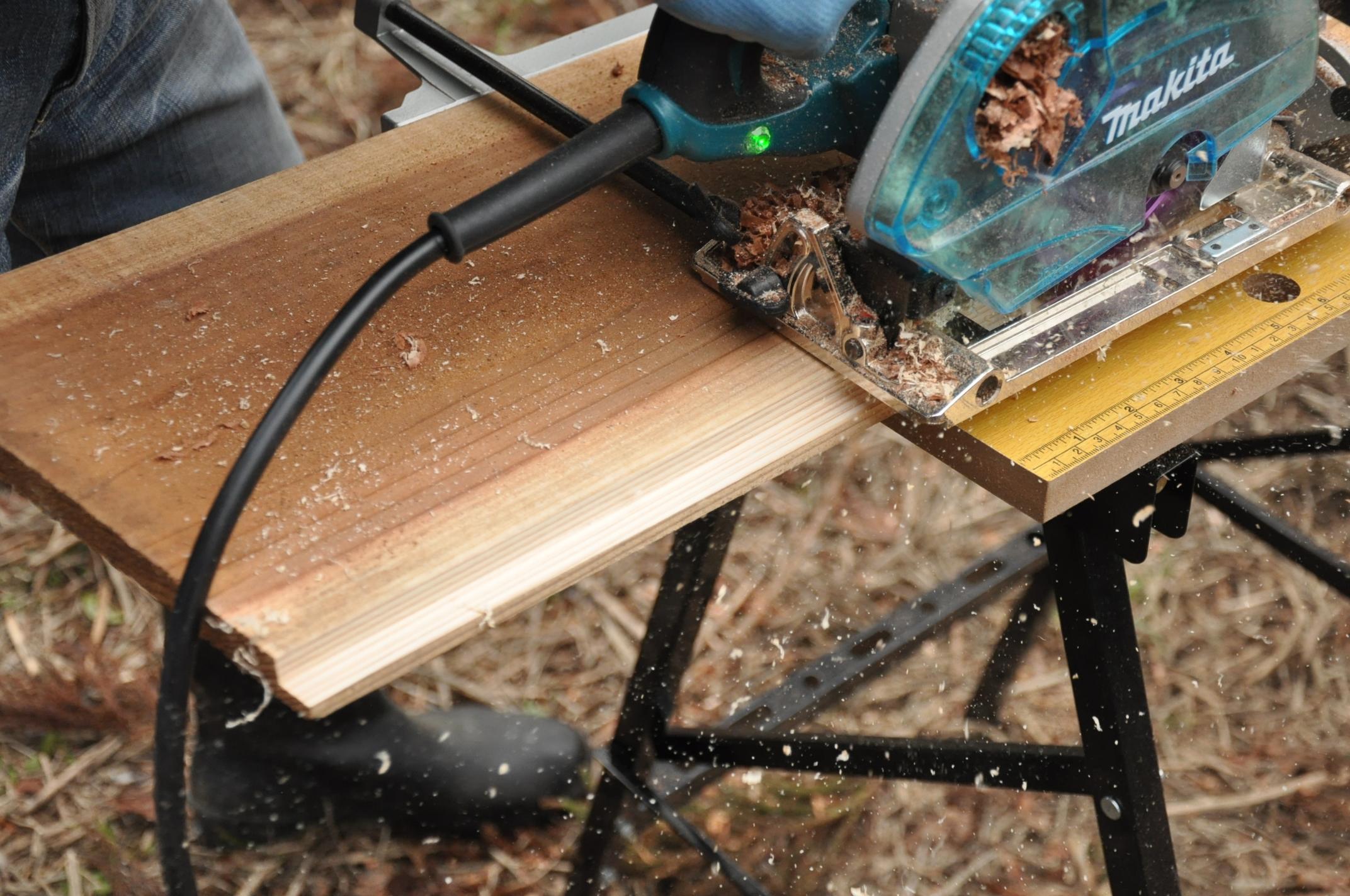 築200年の古民家、焼杉板を焼く!!|古民家再生DIY|溝きりカッター2
