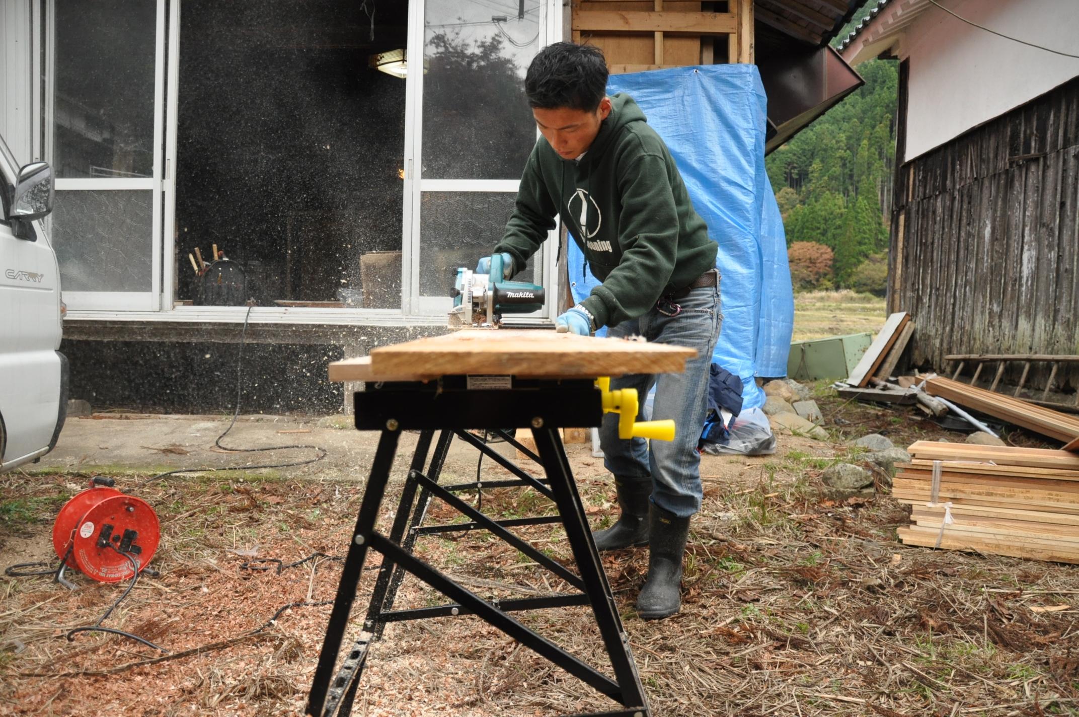 築200年の古民家、焼杉板を焼く!!|古民家再生DIY|しゃくり