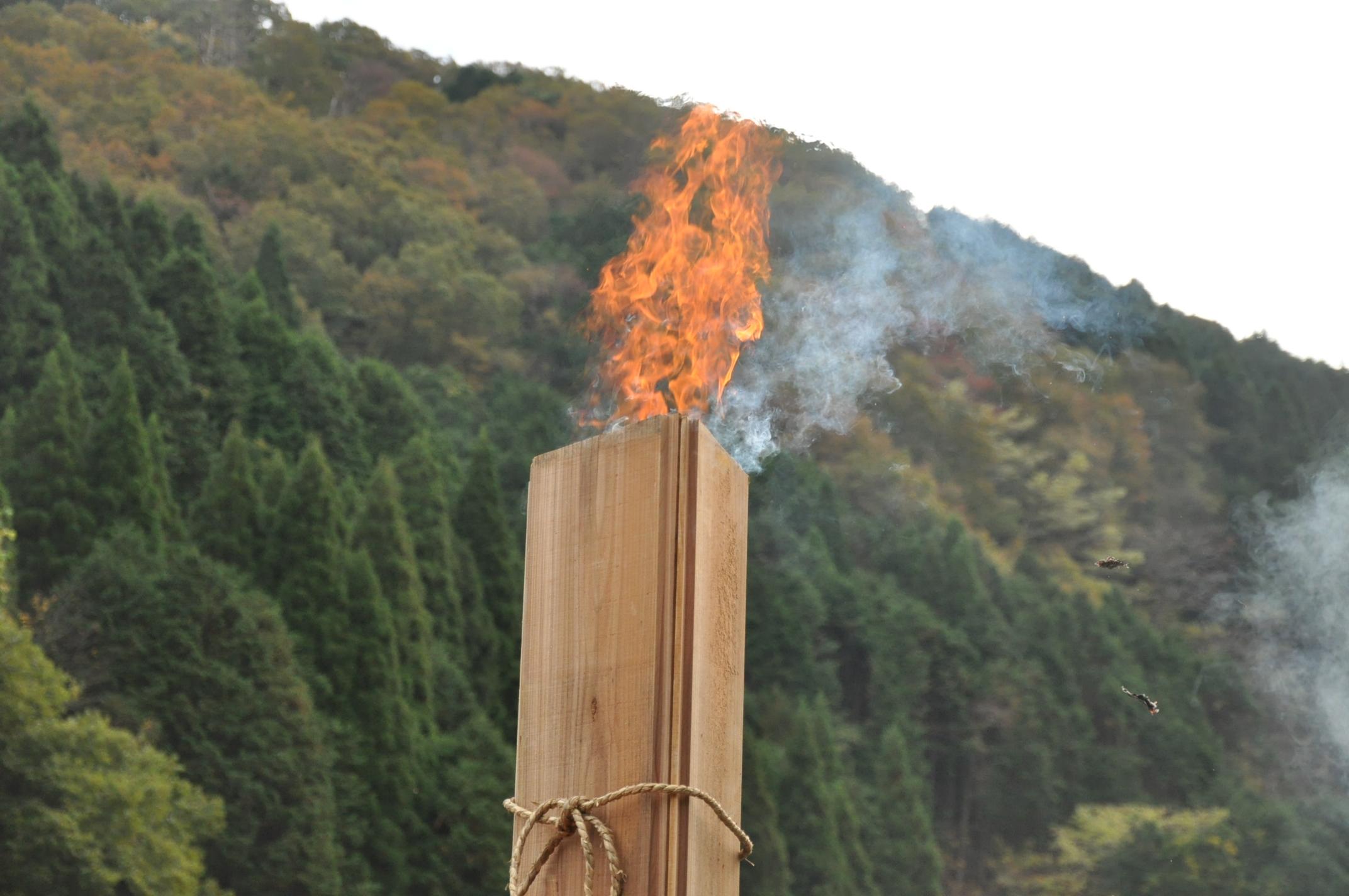 築200年の古民家、焼杉板を焼く!!|古民家再生DIY|火柱