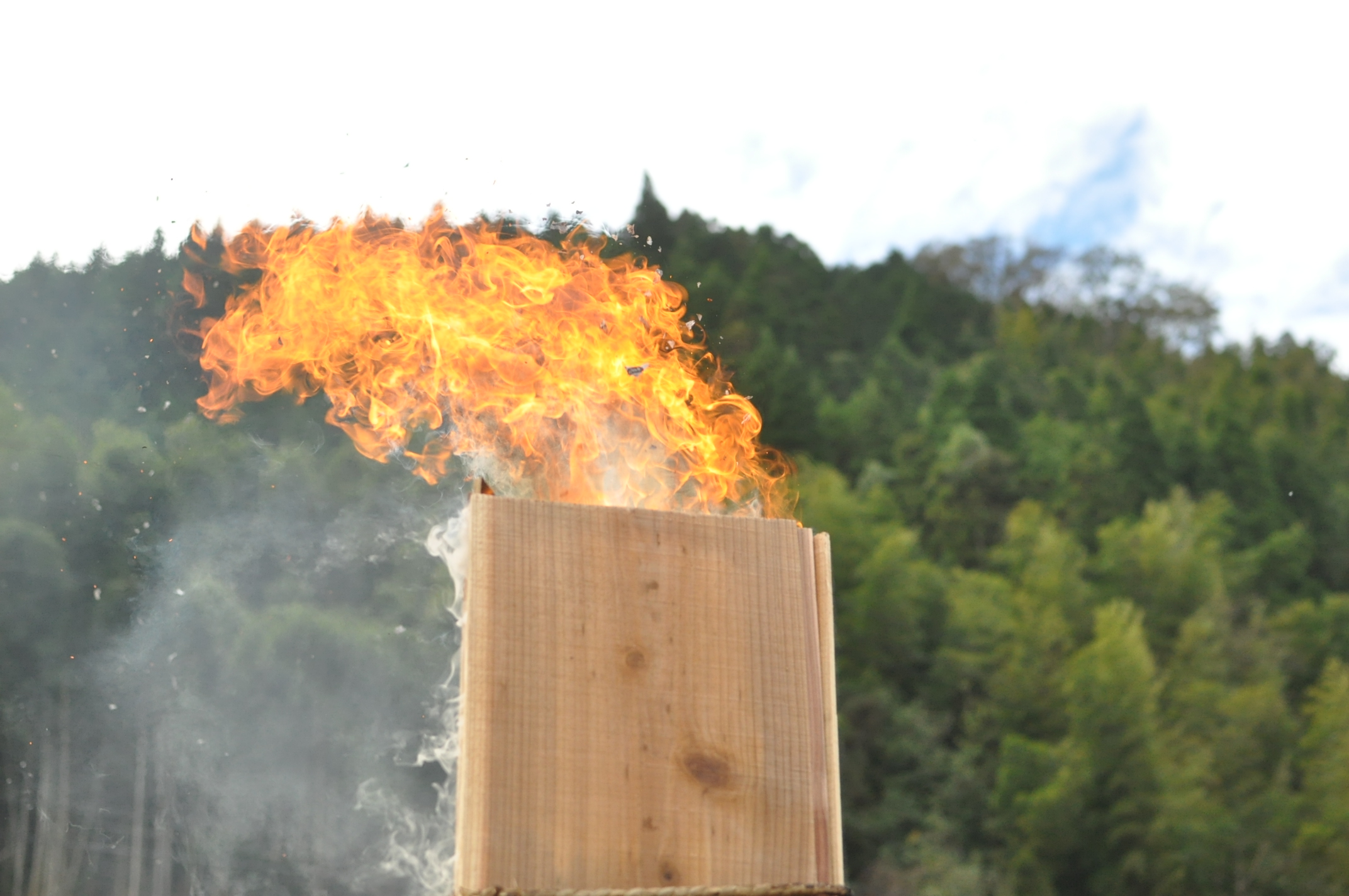 築200年の古民家、焼杉板を焼く!!|古民家再生DIY|火柱2