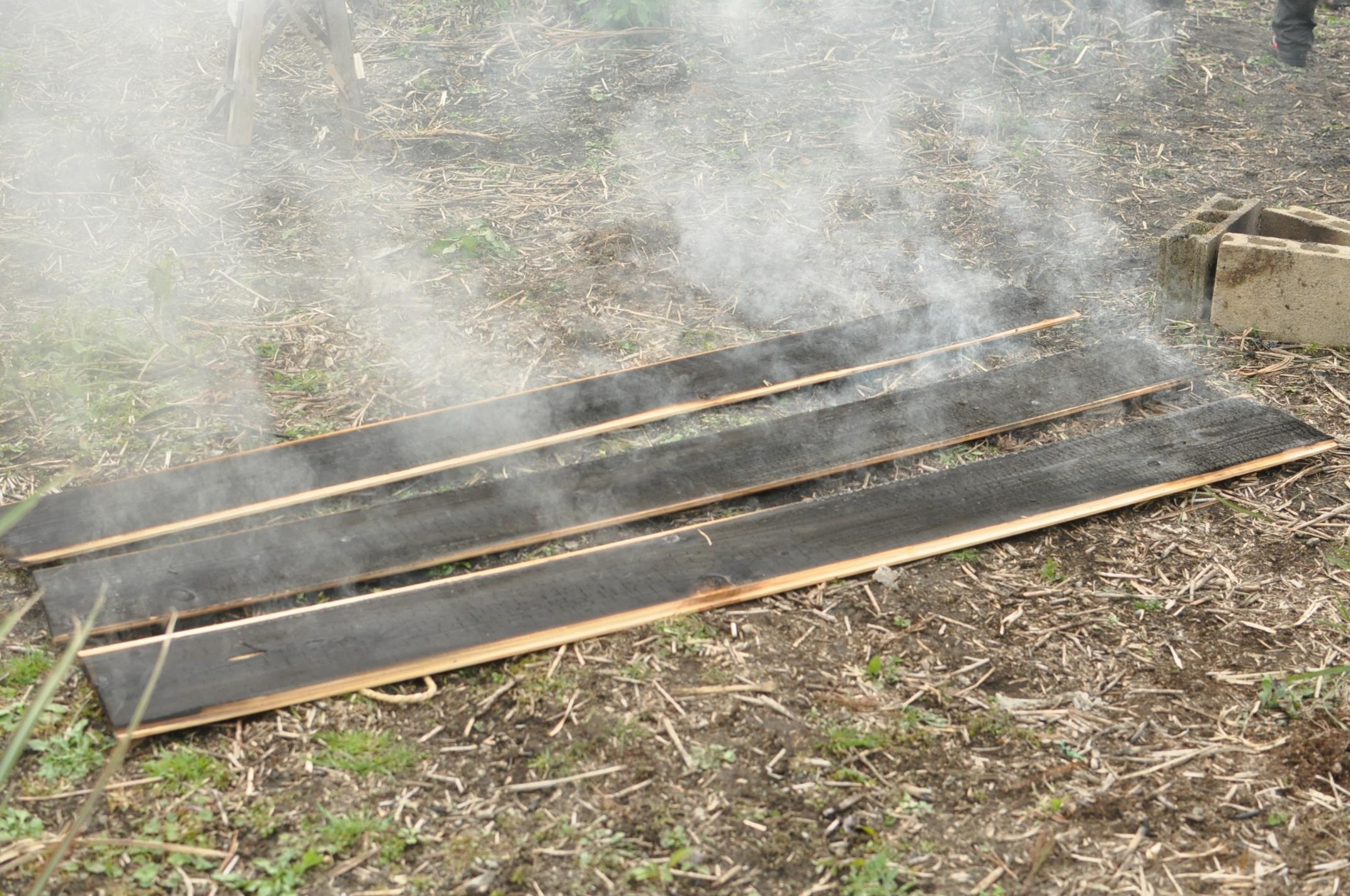 築200年の古民家、焼杉板を焼く!!|古民家再生DIY|焼き上がり