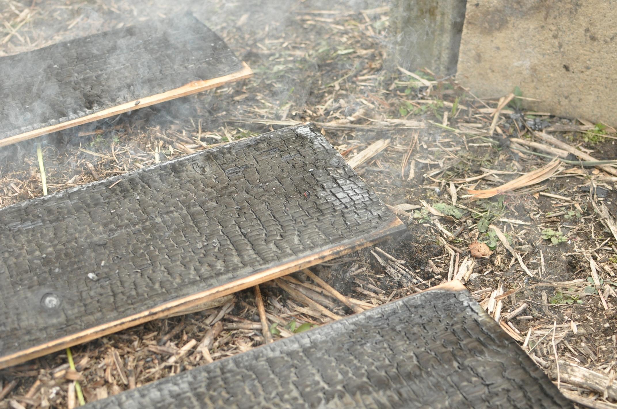 築200年の古民家、焼杉板を焼く!!|古民家再生DIY|焼き上がり2